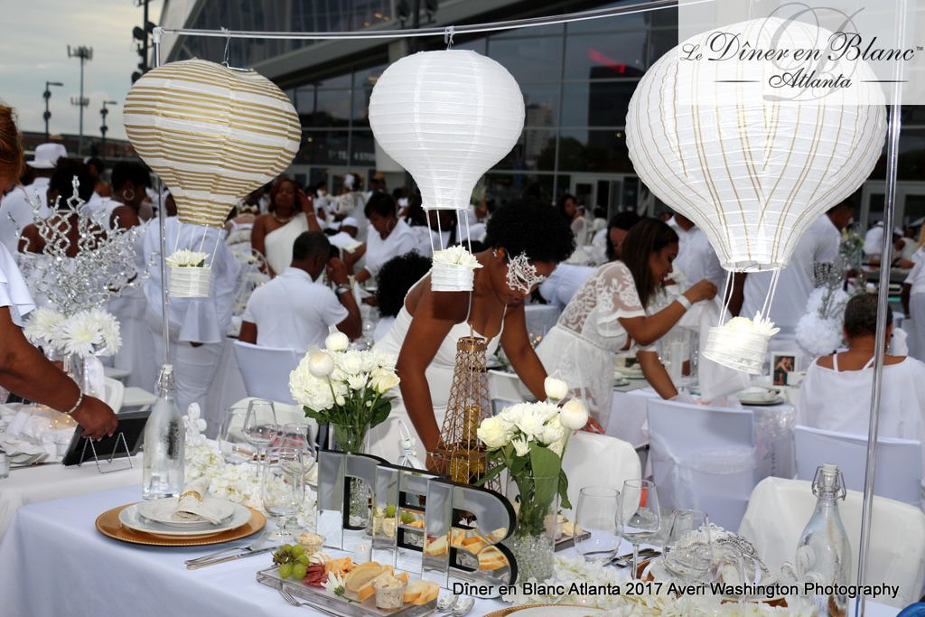 What To Wear To Diner En Blanc Your Guide To The Secret All White Dinner Party